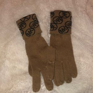 Michael Kors logo gloves